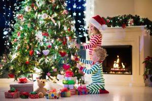 Στολίζουμε το χριστουγεννιάτικο δέντρο!